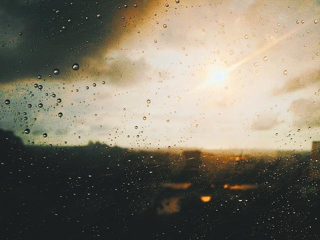 pioggia alla finestra