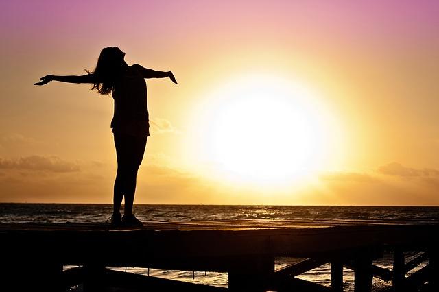 ragazza donna tramonto mare