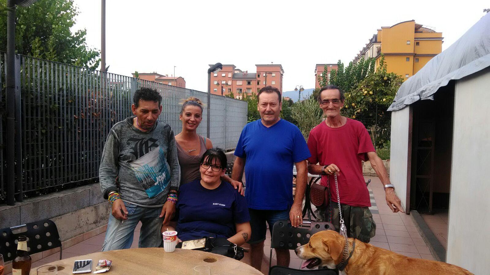 luca con i volontari del circolo mcl san bartolo a cintoia