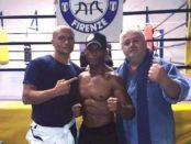 Giovanni Giorgetti con l'allenatore Leonardo Turchi e il presidente del Boxing Club Luciano Polvani
