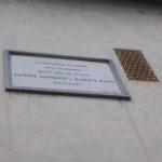 la lapide in memoria dell'abitazione di Garibaldi in piazzetta di Bellosguardo
