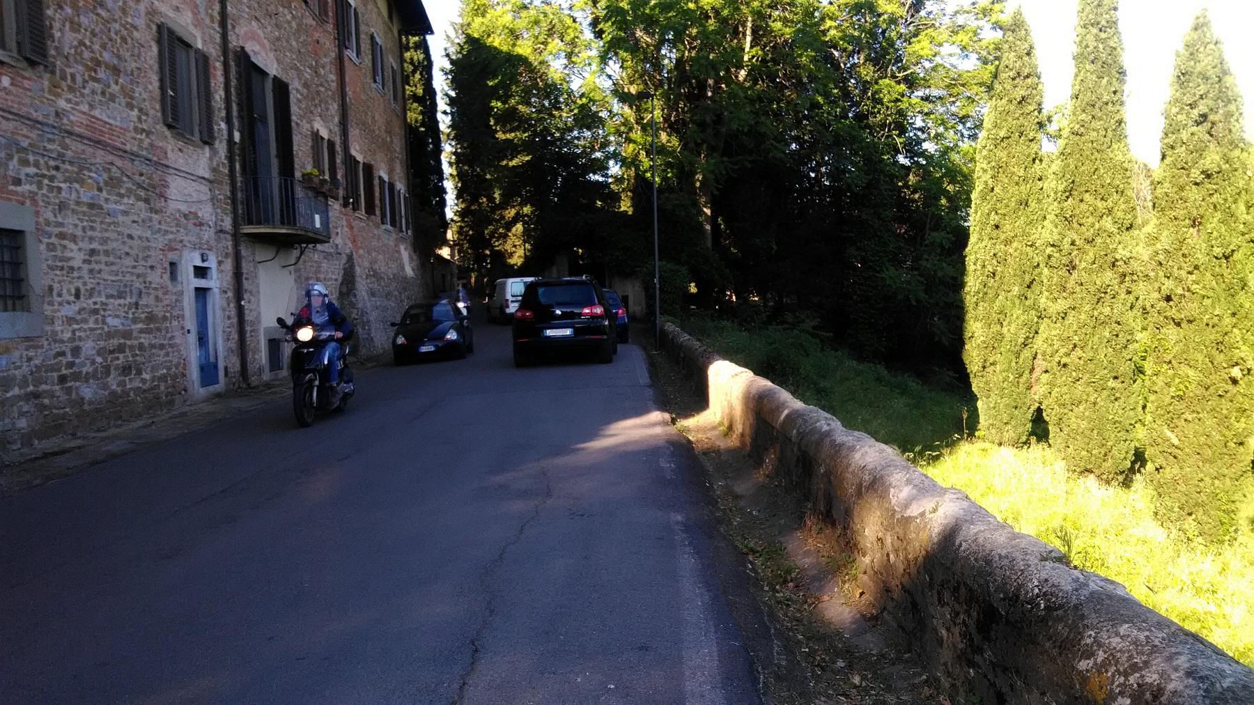 traffico pericolo pedoni via di San Carlo Bellosguardo (1)