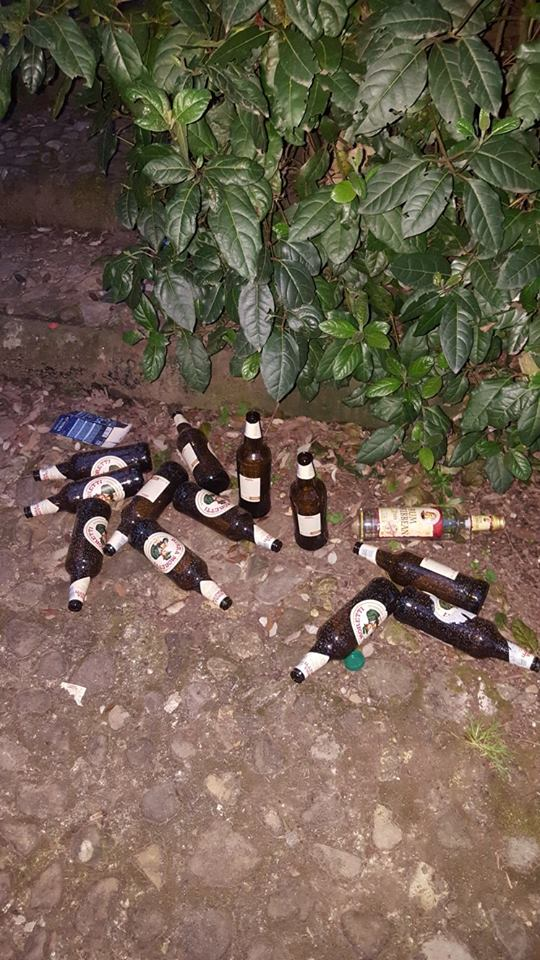 Sono state ritrovate anche grosse quantità di bottiglie di birra e alcolici