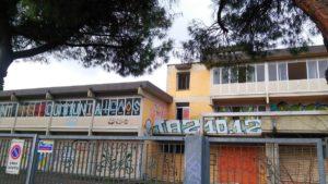 L'edificio come si presentava dopo le occupazioni abusive degli antagonisti dei centri sociali, deturpato da scritte e graffiti