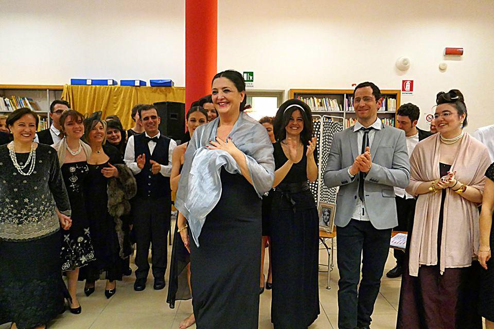 Divina Susanna con gruppo