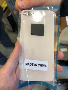 cover telefono contraffatta negozio cinese isolotto 2