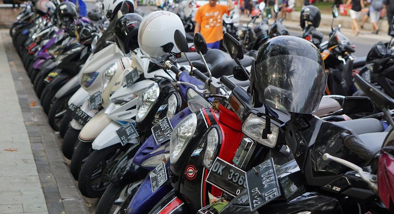parcheggio scooter motorini