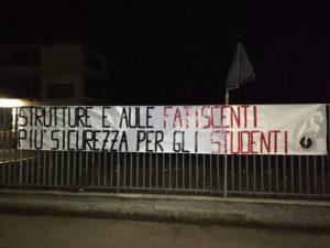 striscione protesta meucci blocco studentesco