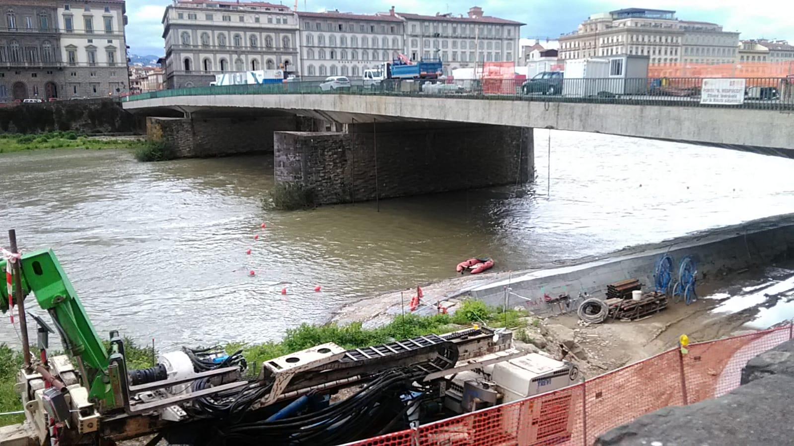 Uomo caduto in Arno