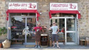 Alessio Boretti la Piccola Botte vinaio Firenze con affezionato cliente