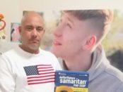 Babbo Tony con  il defibrillatore e sullo sfondo la gigantografia del figlio 16enne deceduto in incidente in scooter