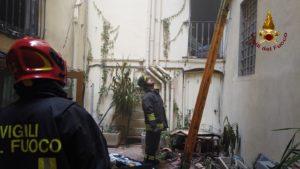 incendio borgo San Jacopo oltrarno firenze salvate con autoscala vigili del fuoco (3)