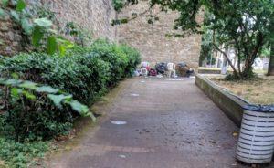 giardino lungo mura di santa rosa degrado senzatetto