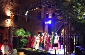 Firenze sul trono osserva i festeggiamenti per le nozze di Lorenzo e Clarice