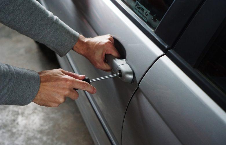 furto auto macchina serratura scassinata