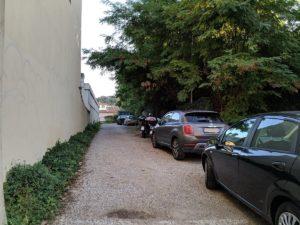 L'attuale ingresso al parcheggio lato lungarno Santa Rosa, qui dovebbero essere realizzati anche dei parcheggi a rotazione veloce
