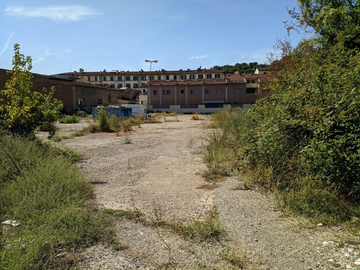 Qui dove verrà realizzato il parcheggio, gli ex depositi del cinema Universale