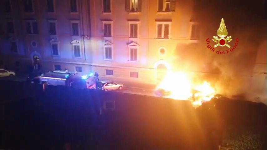 via zanella intervento vigili del fuoco auto in fiamme (1)