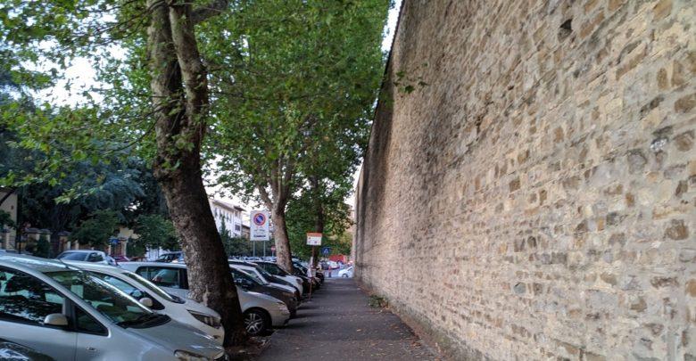 Una delle fermate del 37 in viale Ariosto
