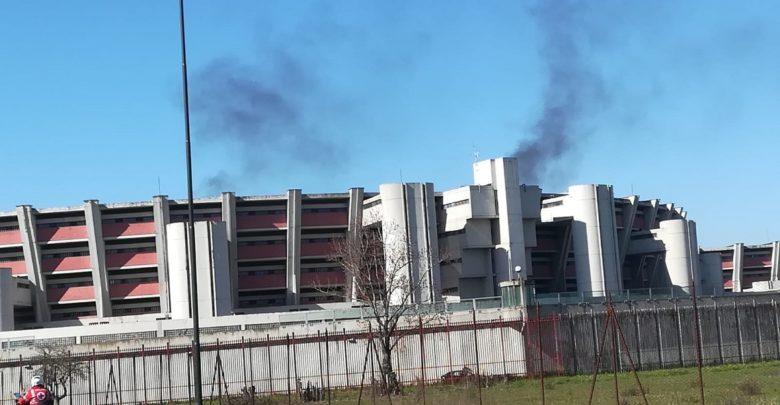 Marzo 2020, carcere di Sollicciano durante  la protesta: una colonna di fumo nero visibile da tutto il quartiere. Fonte: Uilpa Polizia penitenziaria