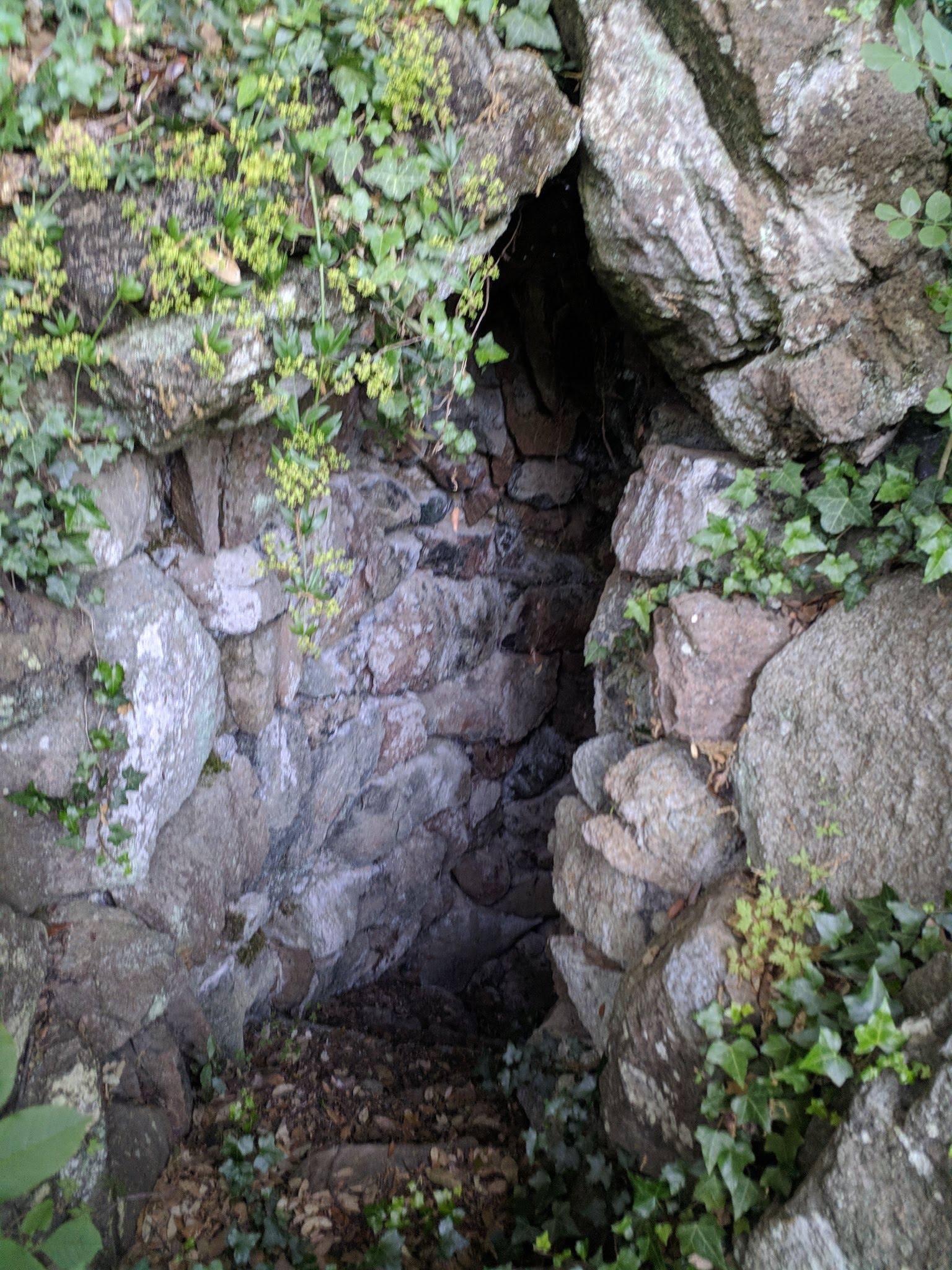 Ingresso alla grotta artificiale nel parco del Sant'Antonio Impruneta (1)