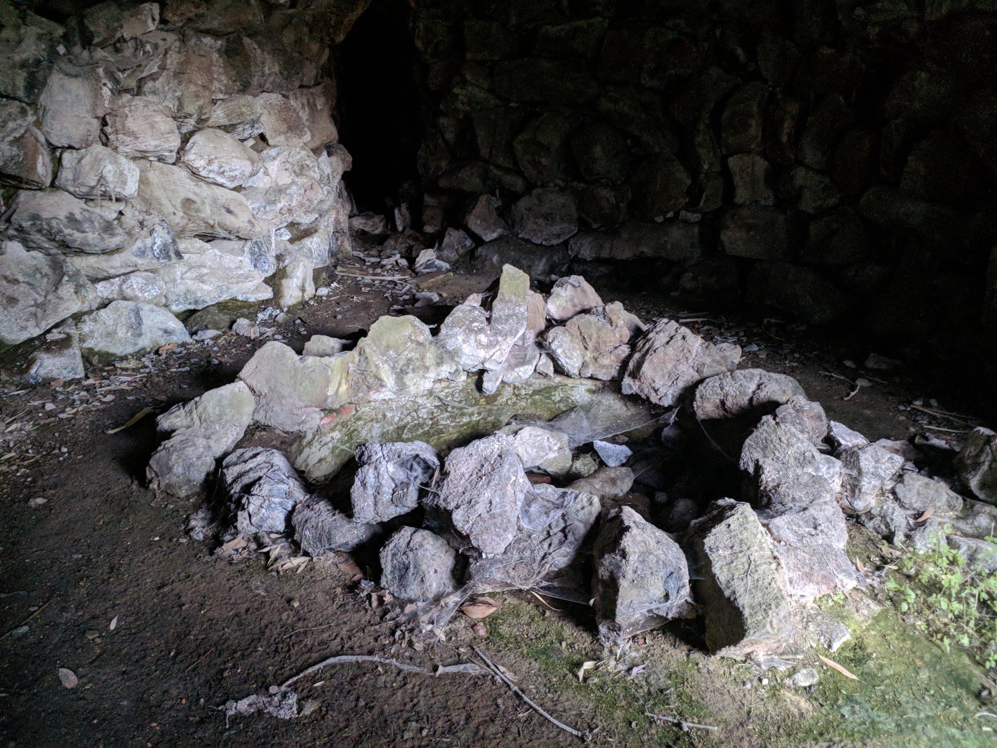 L'altro ingresso alla grotta artificiale del parco del Sant'Antonio, dalla parte di villa Pasqui