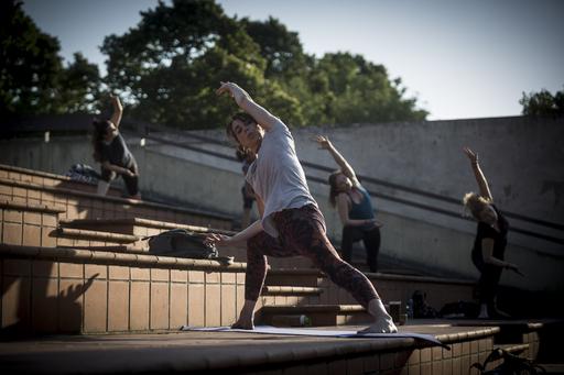 Yoga all'anfiteatro di Villa Strozzi