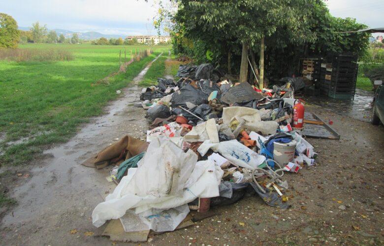 rifiuti edili abbandonati mantignano