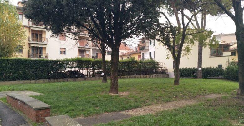 Una terza area verde in via Ambrogio di Baldese, indebitamente utilizzata per far defecare i cani senza poi pulire.