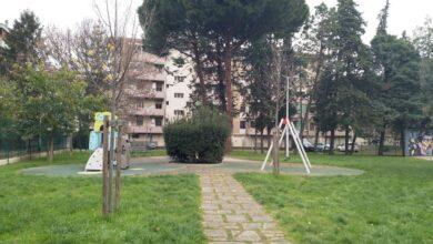 Il giardino di via Ambrogio di  Baldese sarebbe riservato a ai bambini, ai giovani, agli anziani e alle famiglie, ma purtroppo viene utilizzato da alcuni padroni per portarci i cani