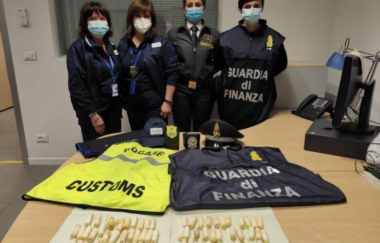 ovuli cocaina nascosti intestino firenze Finanza (2)