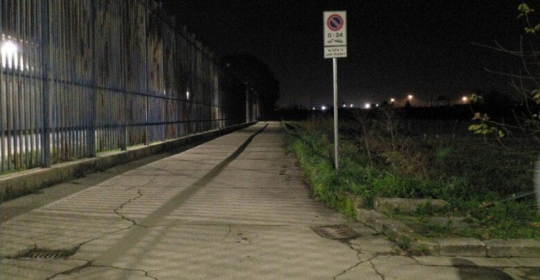 La strada perimetrale del carcere di Sollicciano che conduce verso le campagne abbandonate  teatro del macabro ritrovamento