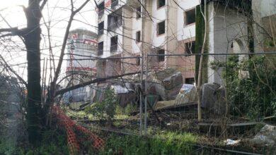 Scandicci, l'hotel mai finito  tra degrado, accessi abusivi, sterpagli e e recinzioni pericolanti