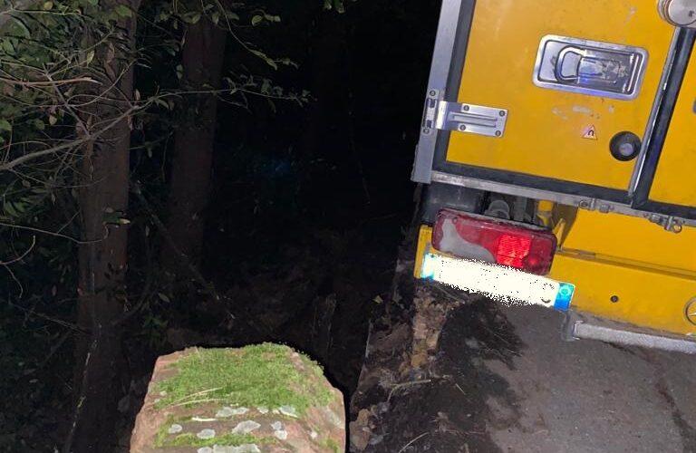 Il furgone che rimase intrappolato in via di Monte Oliveto, in bilico sul precipizio