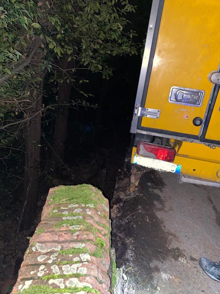 furgone incastrato via monte oliveto (2)
