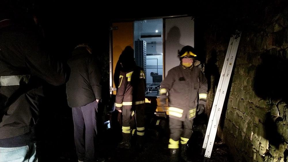 vigili del fuoco furgone via monte oliveto (1)