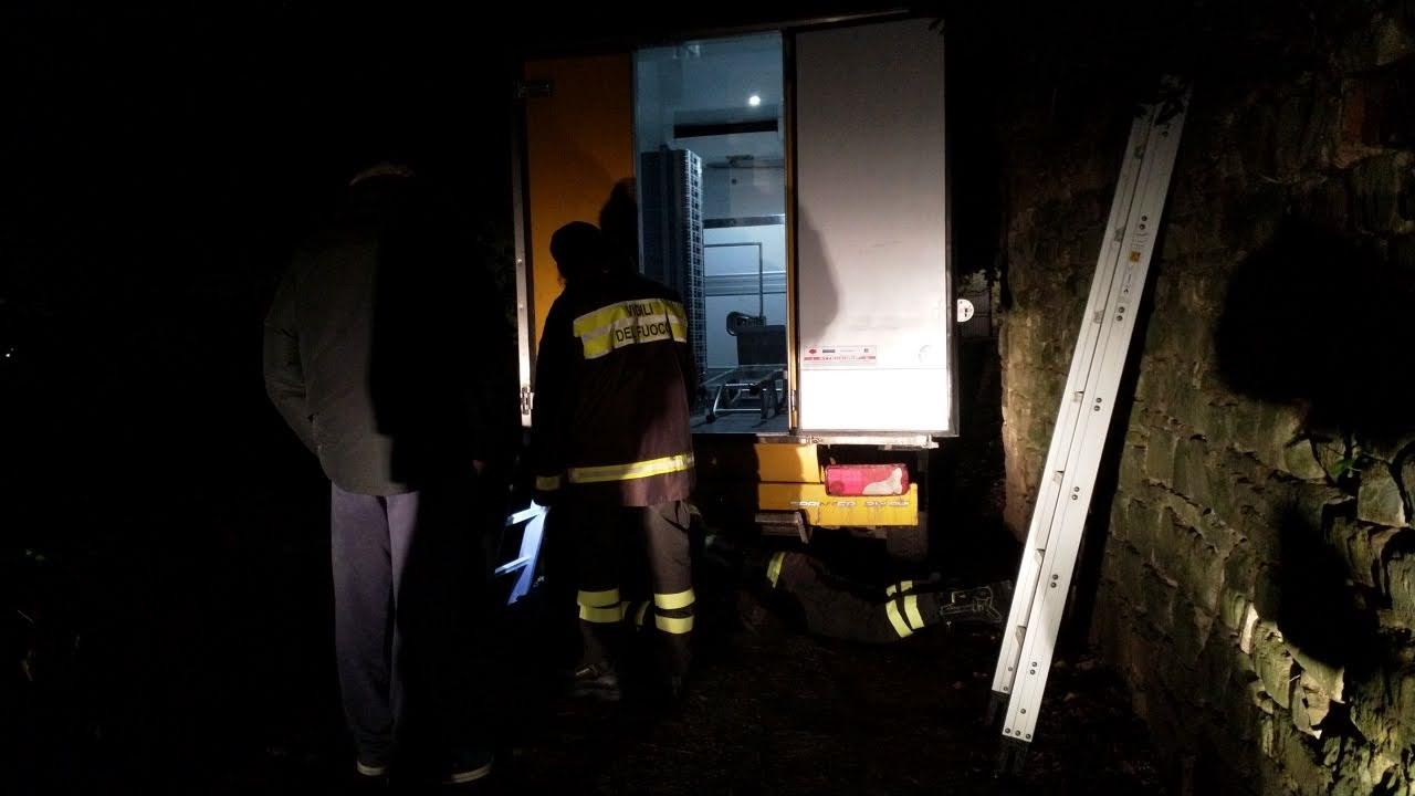 vigili del fuoco furgone via monte oliveto (2)