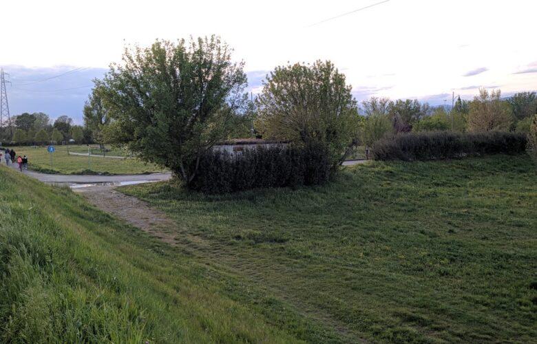 Parco dell'Argingrosso, il casottino della corrente, protetto da un cespuglio è diventato una stanza del buco