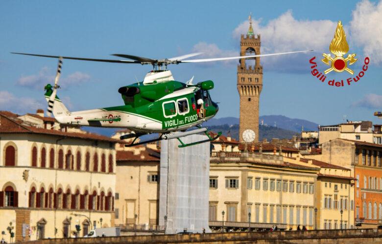 Uomo in Arno ponte vespucci Firenze Vigili del Fuoco (3)