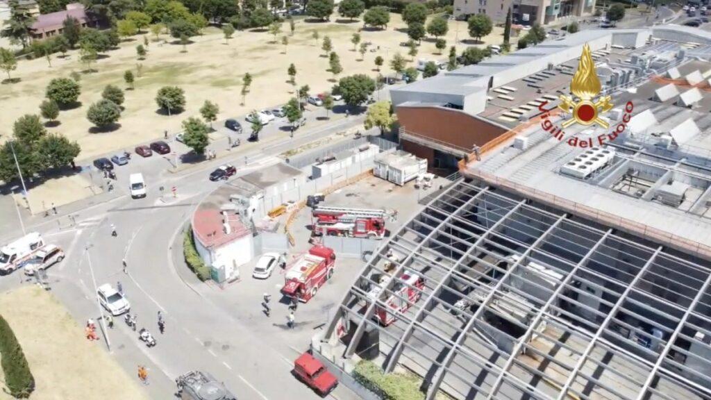 Incendio Centro commerciale di ponte a greve, riprese aeree dei Vigili del fuoco