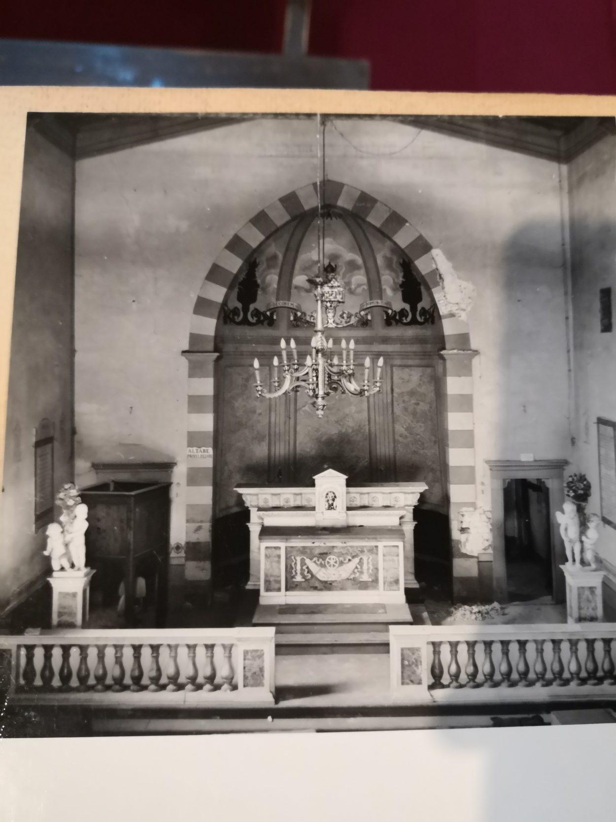 Foto di archivio che mostra l'altare della Chiesa di Santa Maria a Soffiano nel Dopoguerra