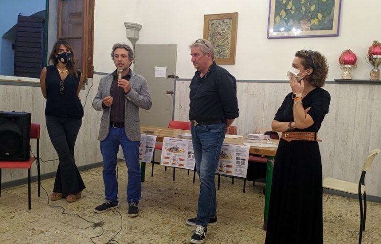 Le due socie fondatrici di OkMissDora Gloria Ballariano e Francesca Maleci con il presidente di Quartiere 4 Mirko Dormentoni e il project manager Saverio Zeni alla presentazione del crowfounding